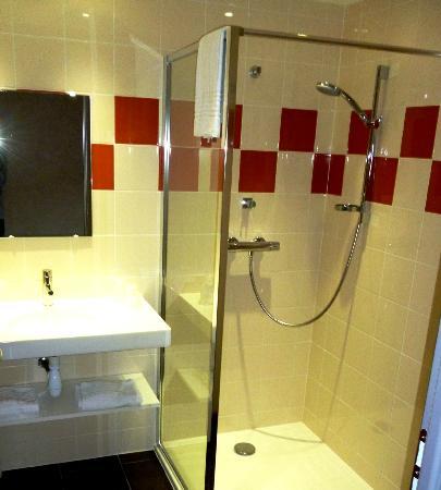 Hotel du Val Vert: salle de bain douche