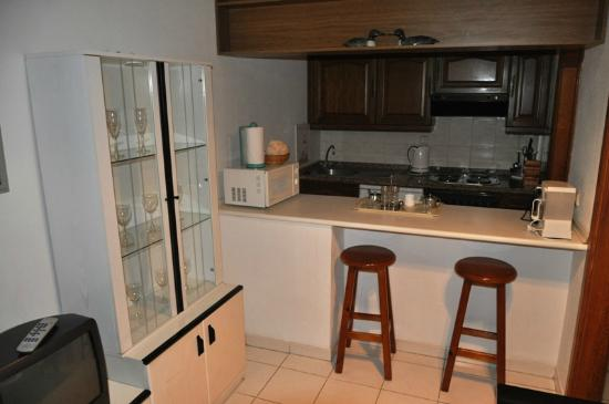 Apartamentos Tropical Park : kitchen