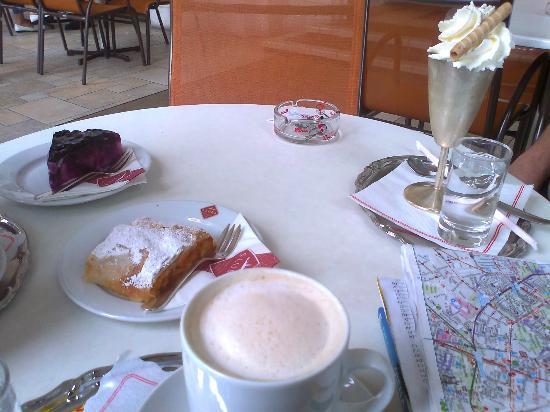 Sluka Cafe Konditorei: ¡Uhmmm...!