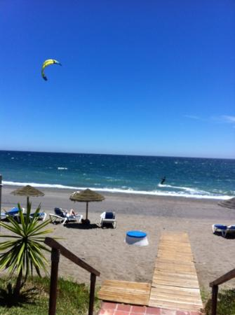 Hacienda Beach Apartments: пляж