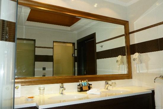 La Marquise Luxury Resort Complex : salle de bains