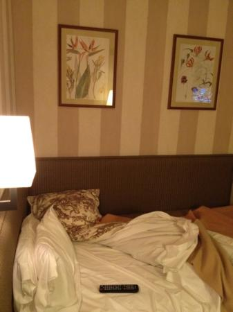 Hotel des Deux Iles : bedroom bit small