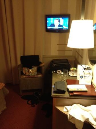 Hotel des Deux Iles : yes pretty small