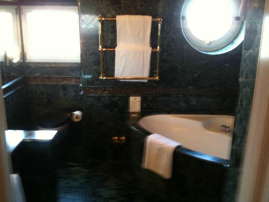 Bauer Palazzo: man bath