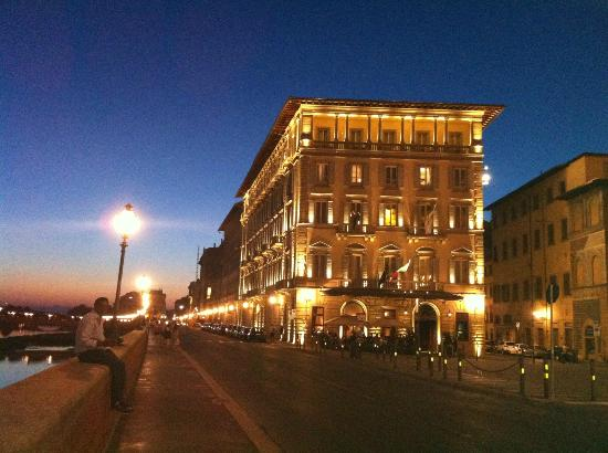 The St. Regis Florence : 夕暮れ