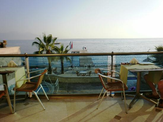 Coastlight Hotel: Ausblick vom Restaurant aufs Meer und Strand