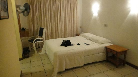 Panorama Guesthouse Beau Vallon: a room with nothing to offer!