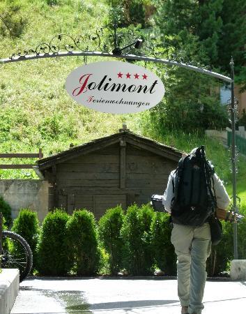 Jolimont Ferienwohnungen: As you walk up to property