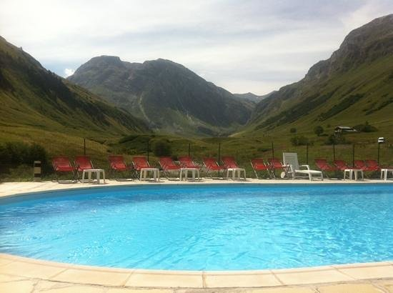 Les Clochetons : vue piscine