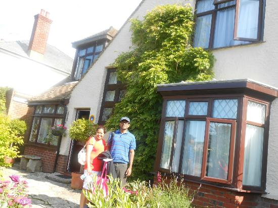 Railway Cottage Guest House: Entrance.
