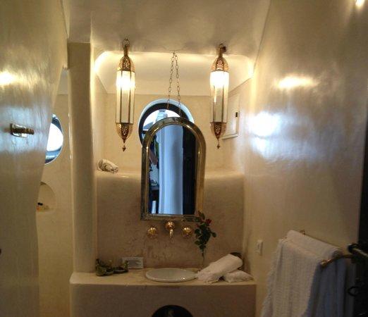 Riad Houdou: salle de bains Fez