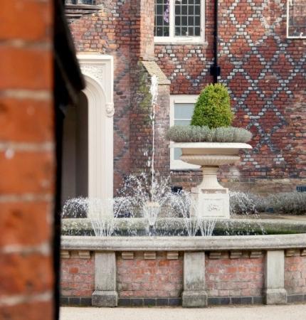 Fulham Palace: Beautiful Fountain