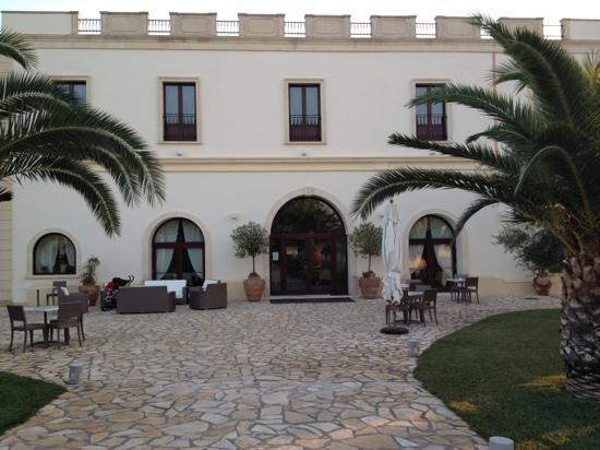 Villa Hermosa Resort : la facciata principale