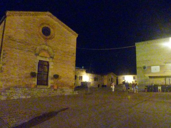 La Mezzana Rossa: Piazza Sant'Agostino