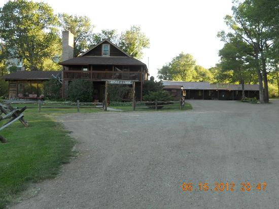 Vee Bar Guest Ranch: The main lodge and John Wayne Saloon