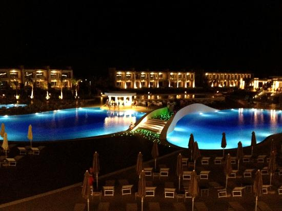 Princess Andriana Resort & Spa : Piscine la nuit