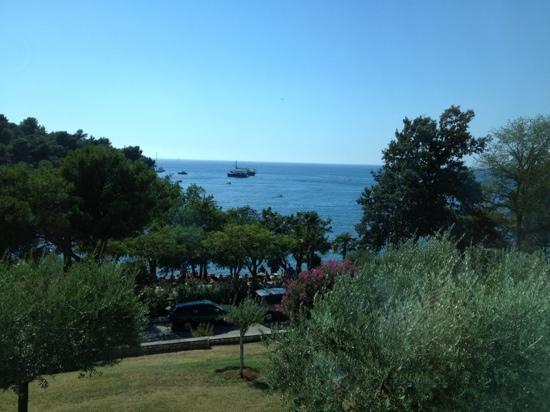 Vista da una delle camere foto di hotel zorna plava for Camere a porec