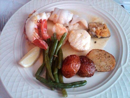 Limoncello: broiled seafood platter