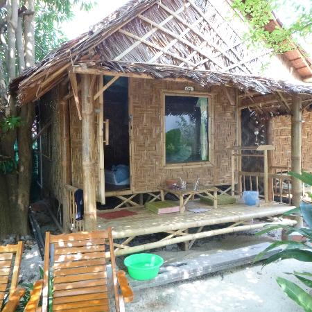 Dee Dee Beach House: our bungalow :)