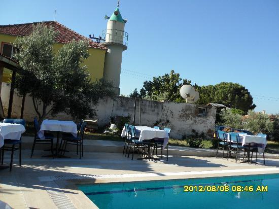 Priene Garden Pension: Moschee und Sitzplatz