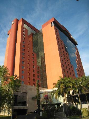 Hilton Guadalajara: Lado