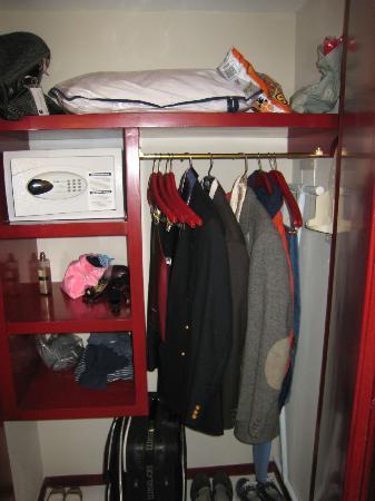 Hilton Guadalajara: Guarda ropa
