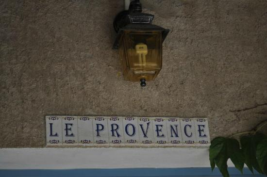 Hotel Le Provence: Le Province entryway