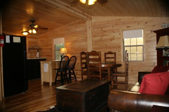 Hillside Acres Retreat: Interior dining area