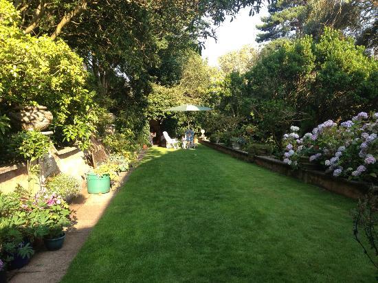 Beverleigh B&B: Gardens