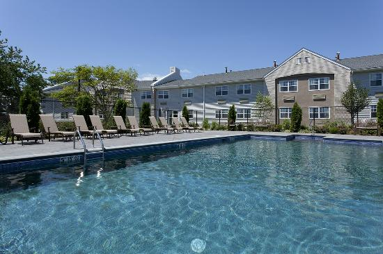 DoubleTree by Hilton Cape Cod - Hyannis: Outdoor Pool