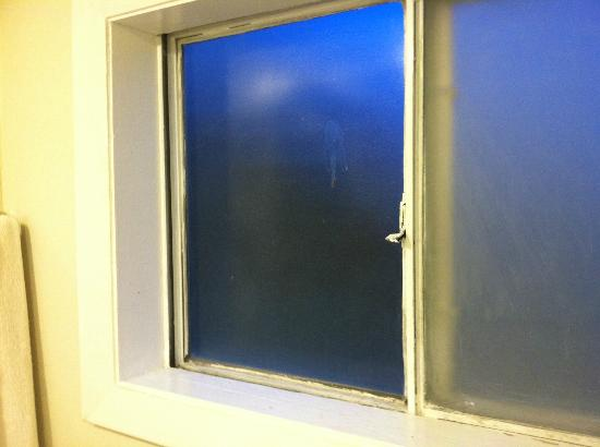 Howard Johnson Inn Cape Cod: Bathroom window, and no, not at a truck stop