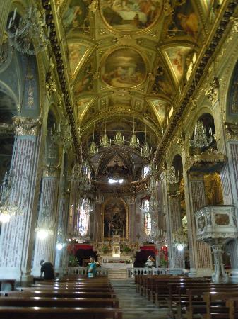 Golfo Paradiso : golden church