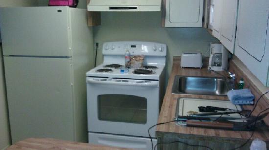 Makai Beach Lodge: Full kitchen