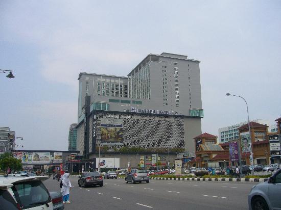 Dataran Pahlawan Melaka Megamall: 東の端にはHATTENHOTELとシネマコンプレックスが