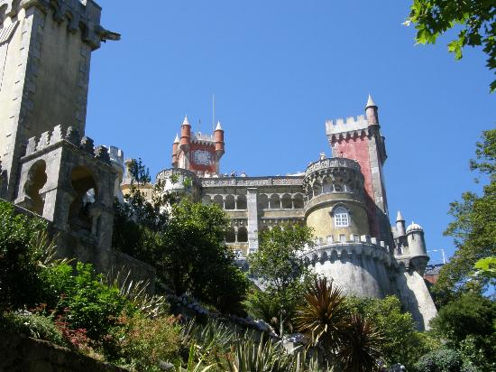 Mywaytours Guides Tours in Portugal: The Pink Palace