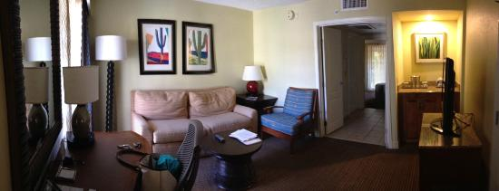 Pointe Hilton Squaw Peak Resort: Living room area of the suite
