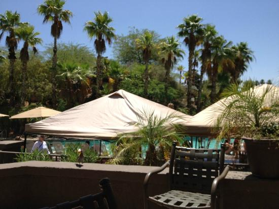 Pointe Hilton Squaw Peak Resort: View of the pool area from the restaurant