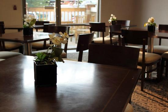 Comfort Inn & Suites Surrey: Dining area