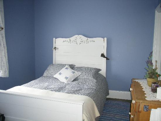 Phare du Pot à l'Eau-de-Vie: La chambre bleue
