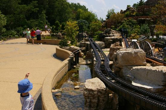 Taltree Arboretum and Gardens: Stroller friendly but very sunny