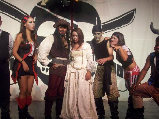 All Ritmo Cancun Resort & Waterpark: One of the dinner theatre events was Pirates of the Caribbean