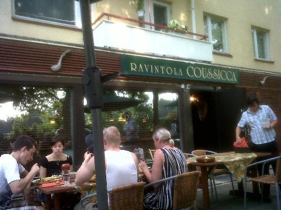 Ravintola Coussicca: Tavoli all'aperto