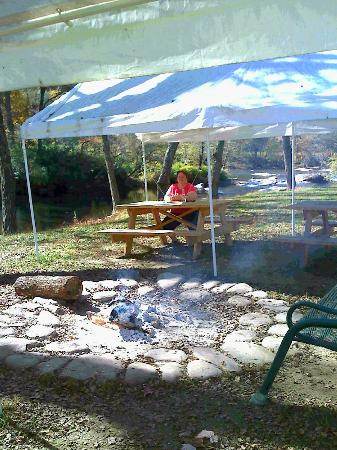 The fire pit and picnic area at Two Rivers Lodge.