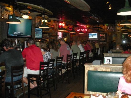 Flanigan's Seafood Bar & Grill: Bar