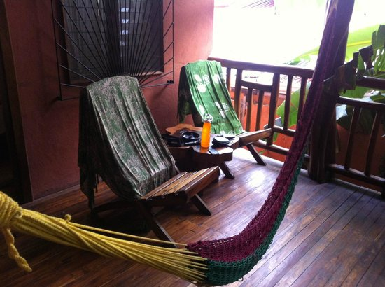 Tico Adventure Lodge: Porch with hammock
