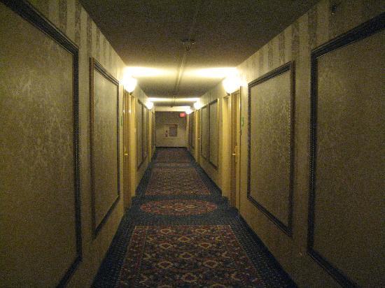 Holiday Inn Portland By The Bay: hallway