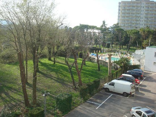 Hotel Terme Villa Pace: dall'hotel parcheggio interno e piscina
