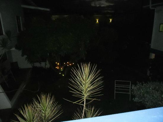 ‪‪Bananaquit Apartments‬: Balcony View at night