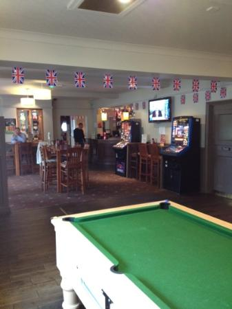 Broadway Pub: Sports area with 2 pool tables and 4 tv screens to watch the games