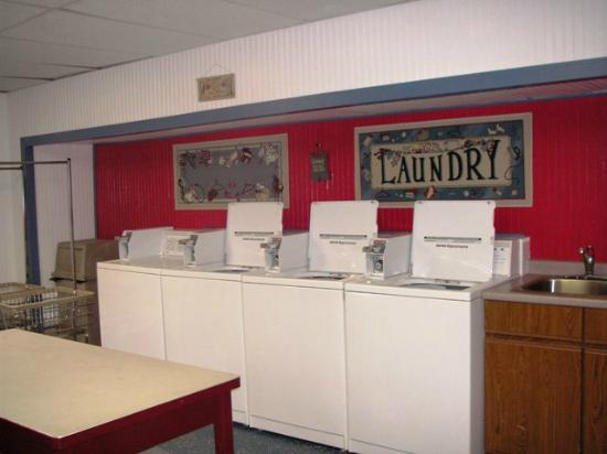 Michigan City Campground: Laundry Room